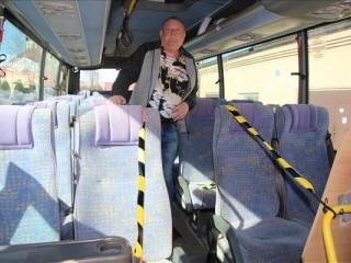 Iezīmē pasažieru vietas autobusos